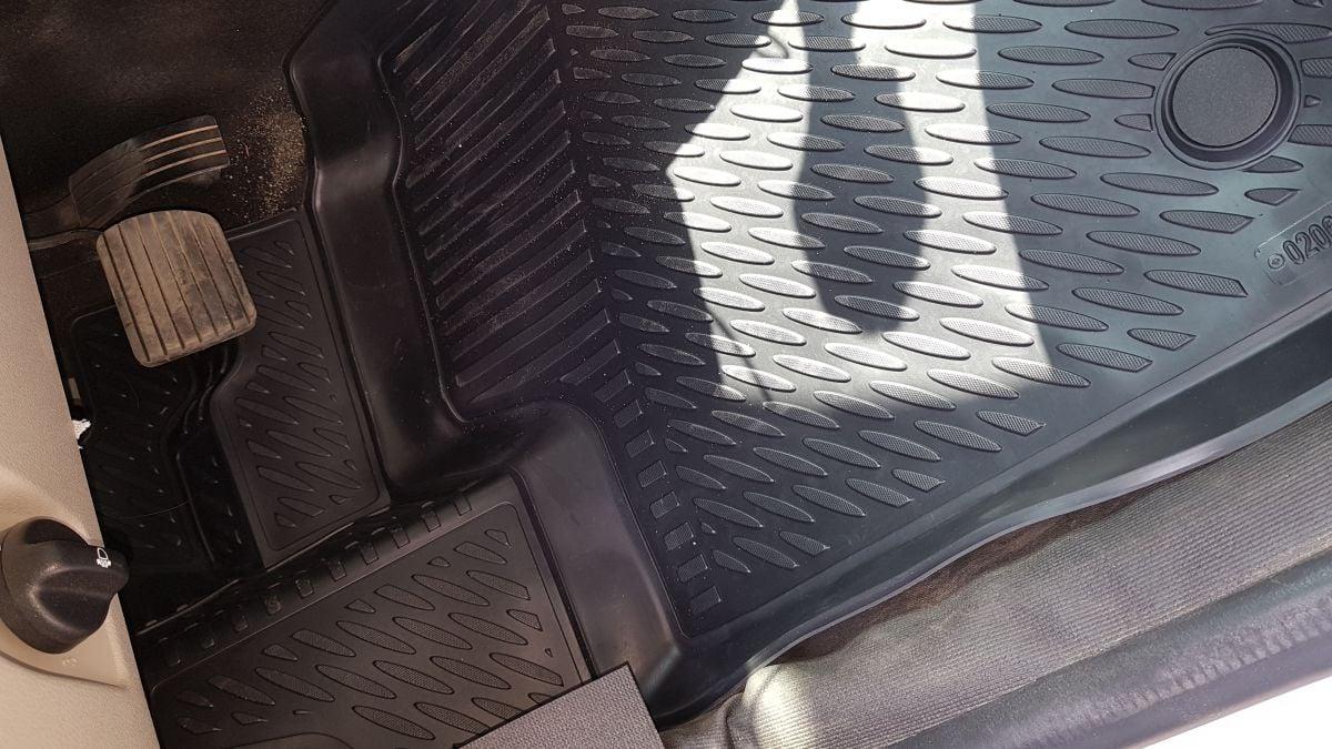Logan II - Tapis de sol caoutchouc à bords hauts