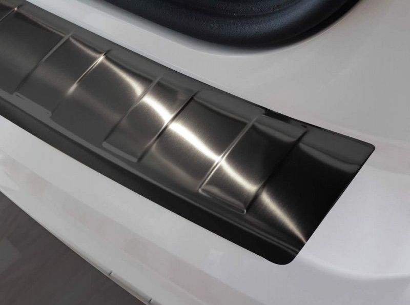 Duster (2010-2017) - Boot entry guard Glossy Black Chrome