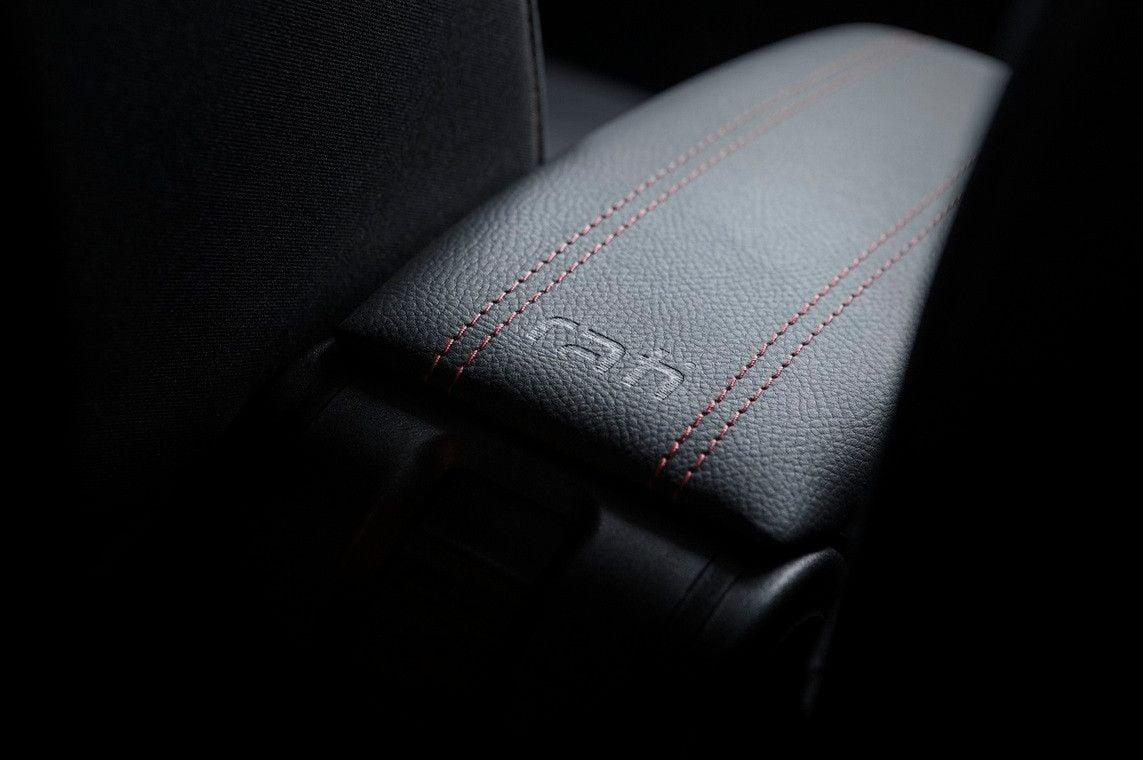 Duster II (2018-2021) - Premium Accoudoir Édition Sport (avec connexion USB)
