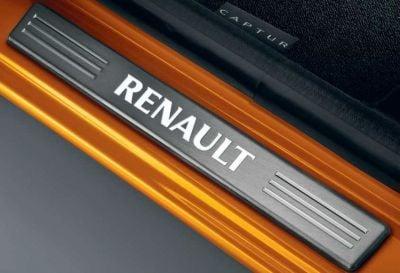Renault Captur - Protección umbrales de puerta iluminados- delantero (Renault Original)